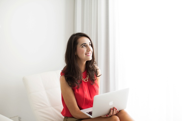 woman sitting with apple mac laptop - female business coach